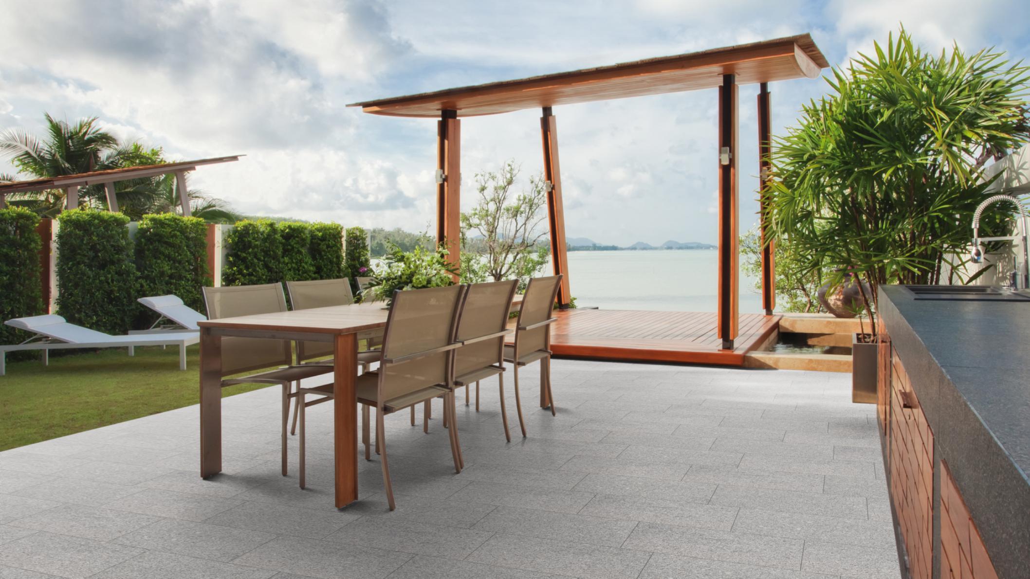 terrassenplatten granit hellgrau geflammt naturstein baumaterial. Black Bedroom Furniture Sets. Home Design Ideas