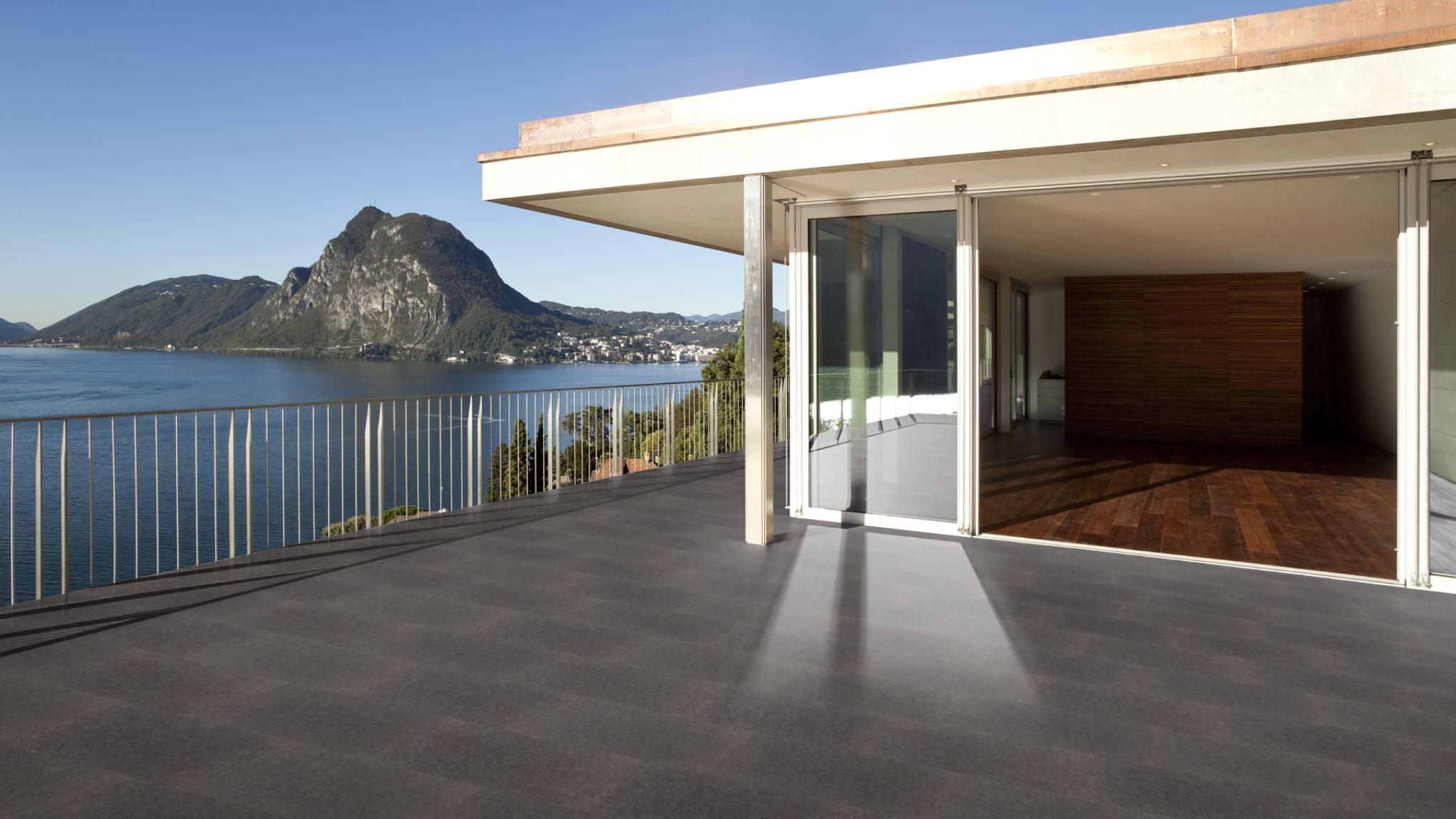 Terrassenplatten basalt geflammt geb rstet naturstein for Terrassenfliesen grau
