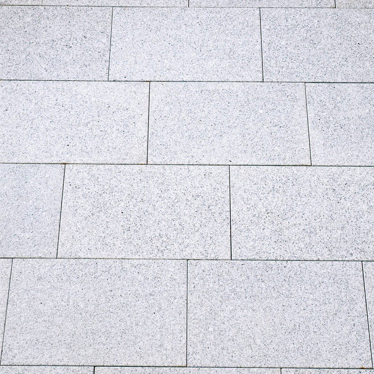 terrassenplatten granit hellgrau geflammt geb rstet. Black Bedroom Furniture Sets. Home Design Ideas