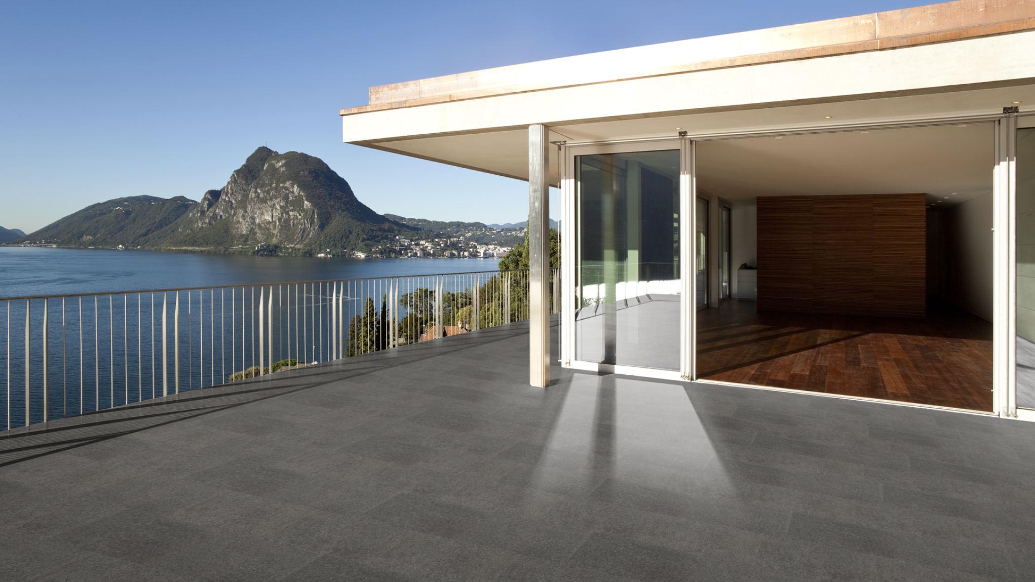 Terrassenplatten basanit anthrazit geflammt naturstein for Terrassenfliesen grau