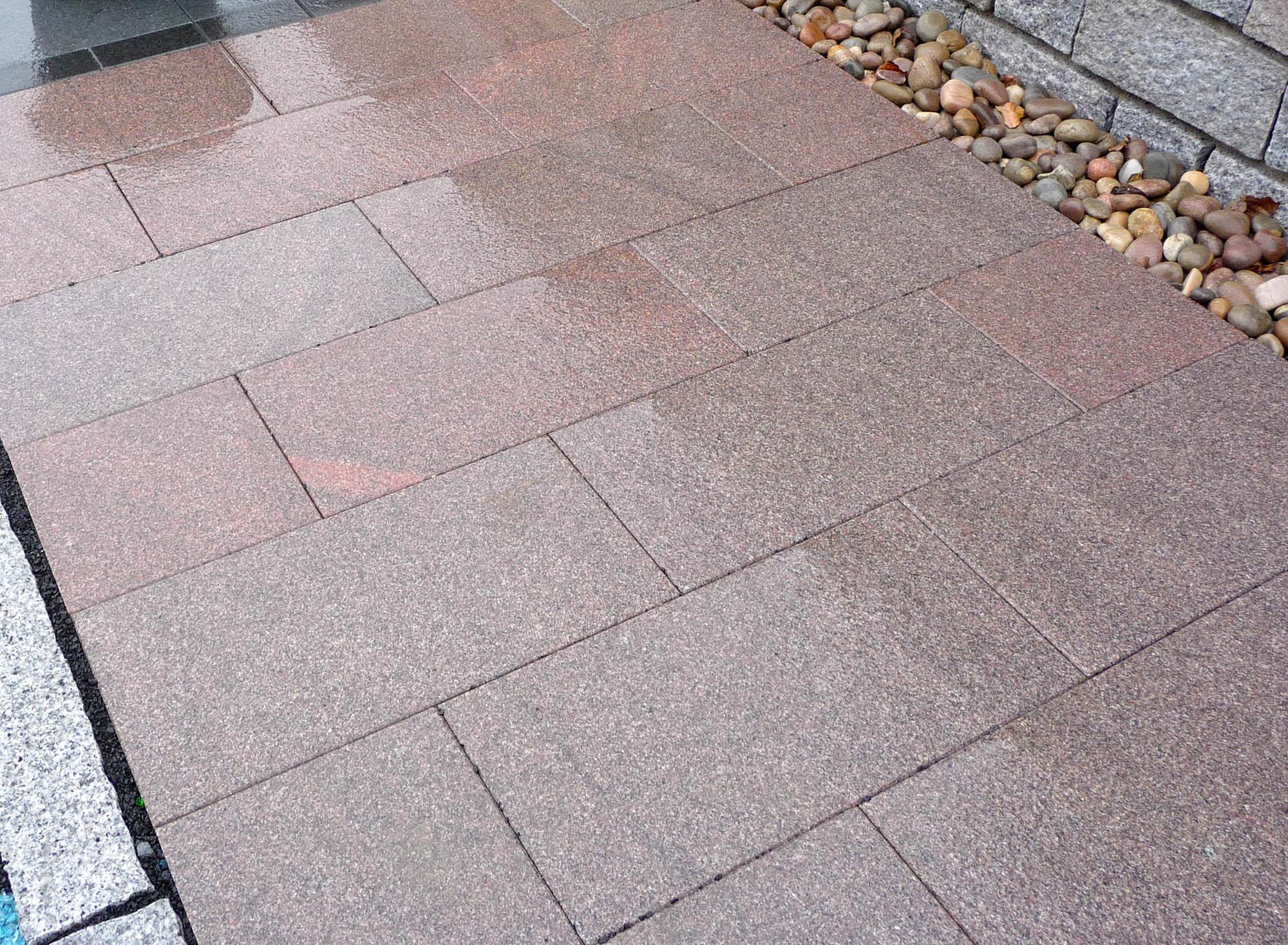 Terrassenplatten granit rot satiniert naturstein baumaterial - Naturstein post ...