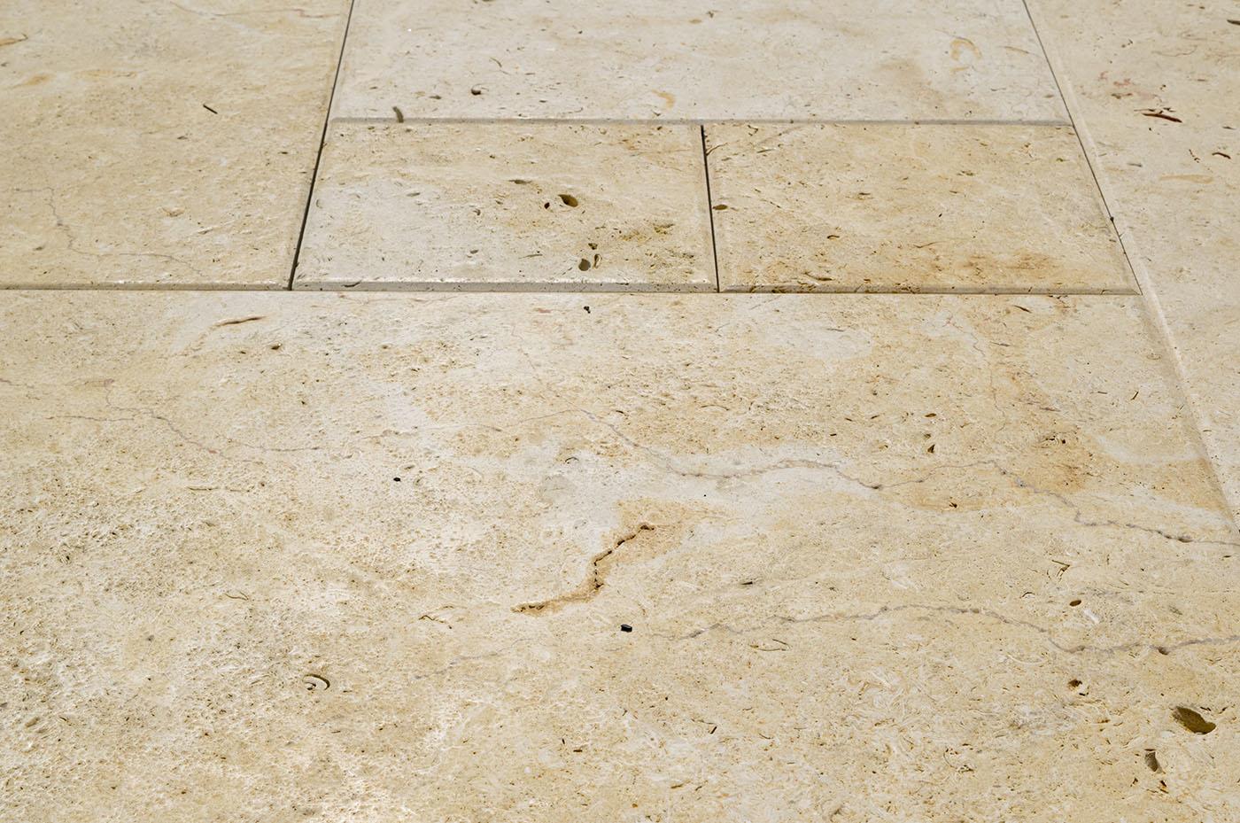 Terrassenplatten Kalkstein Aramis Br Geburstet Satiniert