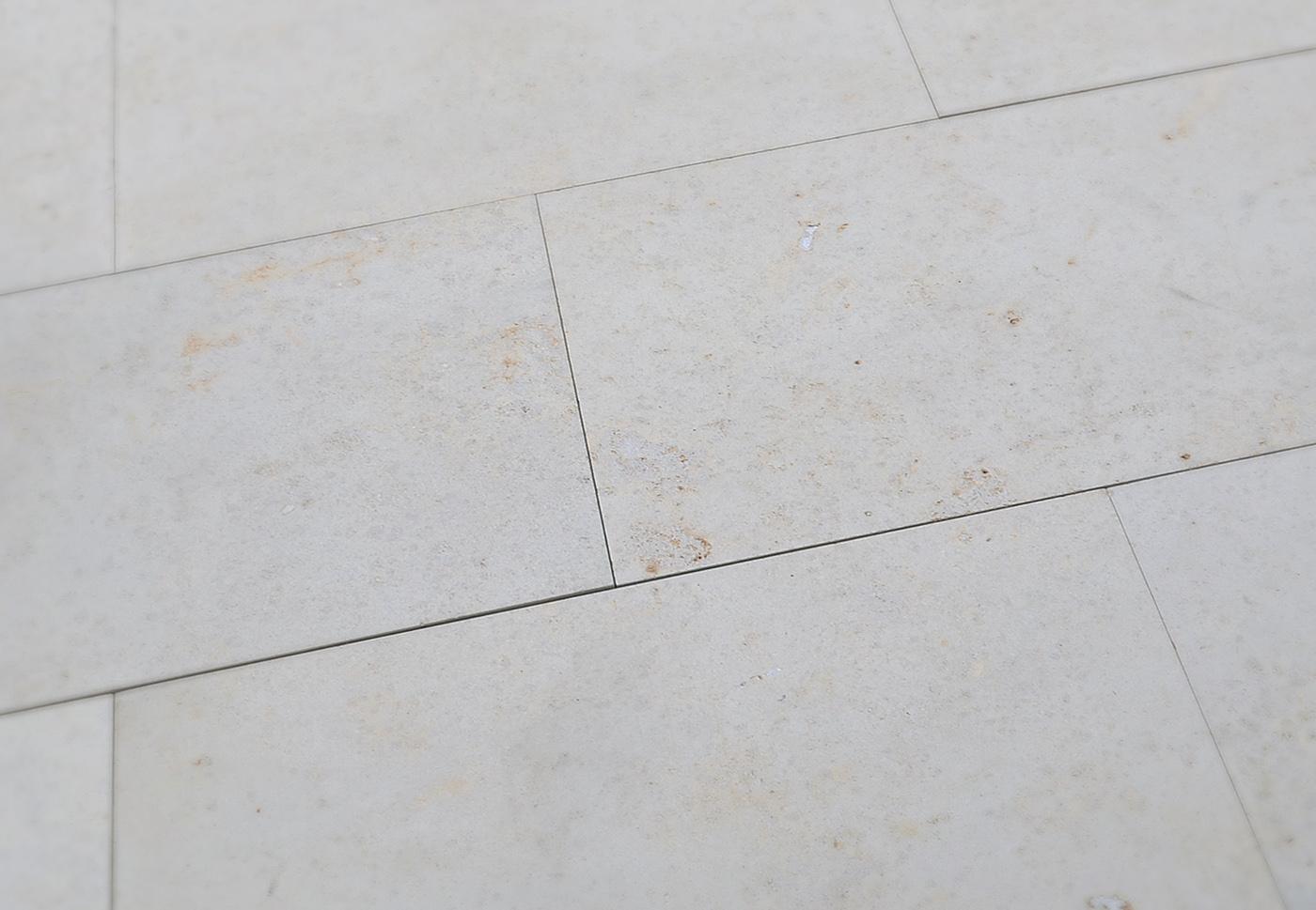 terrassenplatten dietfurter kalkstein sandgestrahlt naturstein baumaterial. Black Bedroom Furniture Sets. Home Design Ideas