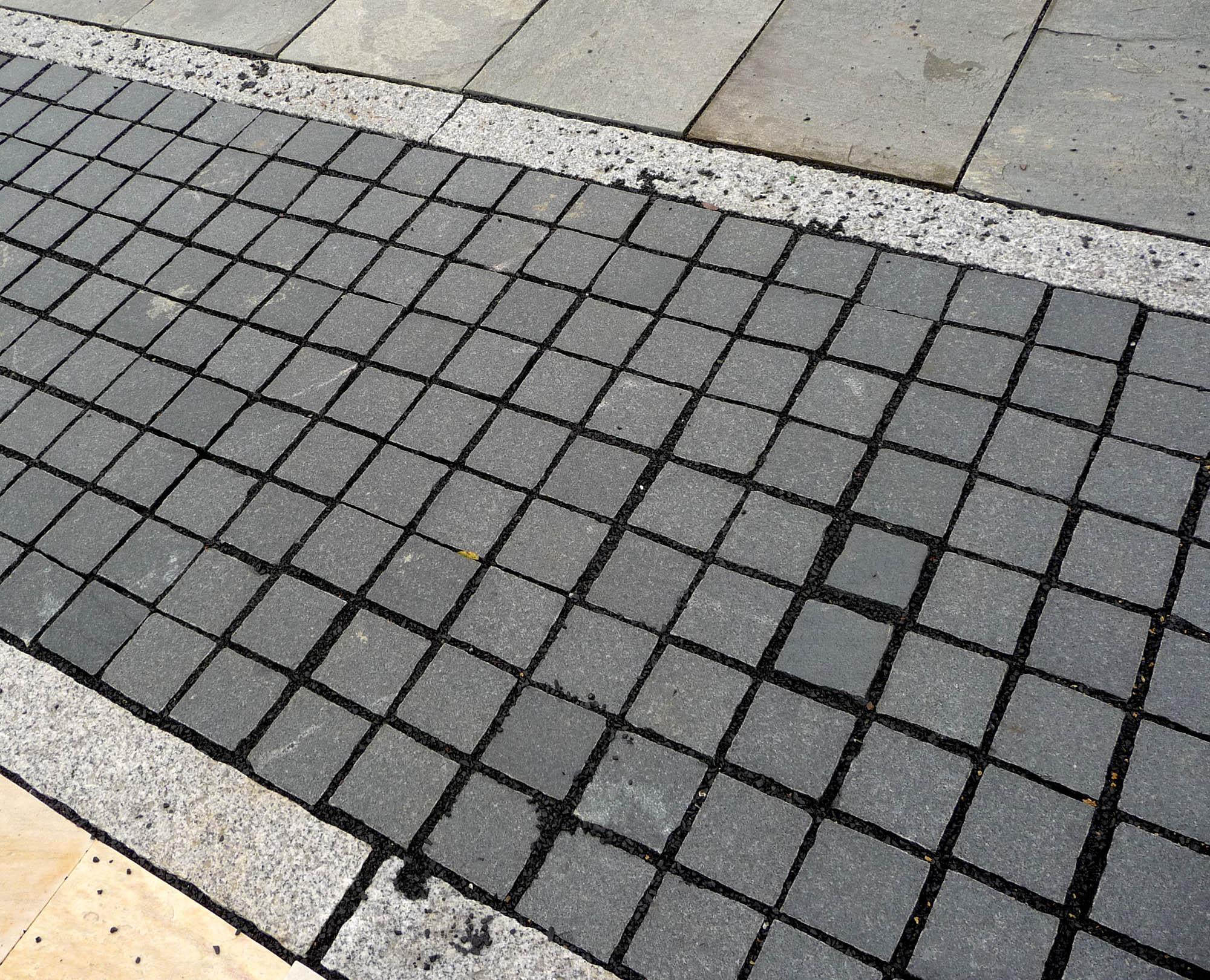 pflasterstein granit anthrazit geflammt naturstein. Black Bedroom Furniture Sets. Home Design Ideas