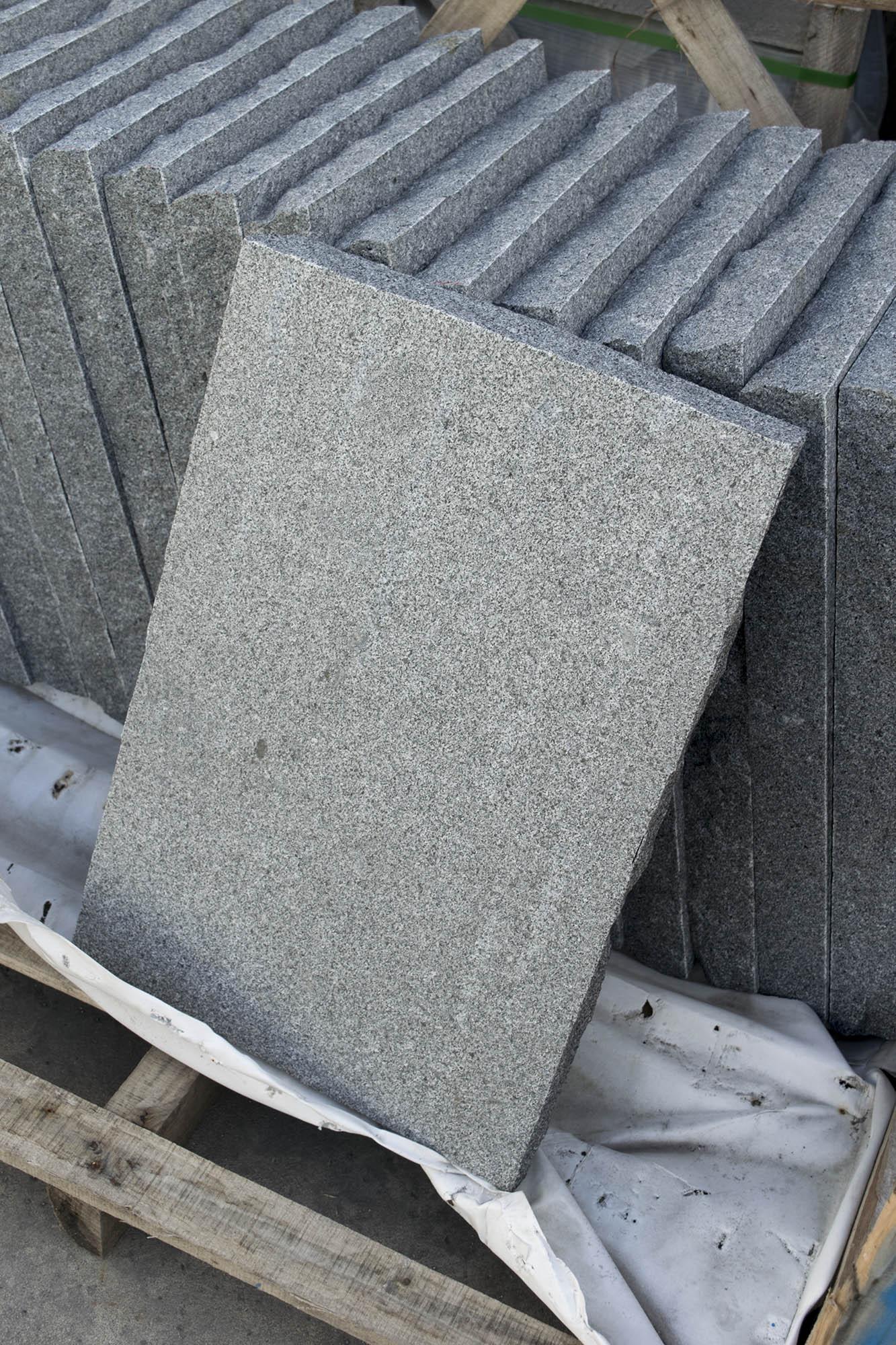 pflasterplatte granit anthrazit<br>geflammt-befahrbar! (naturstein