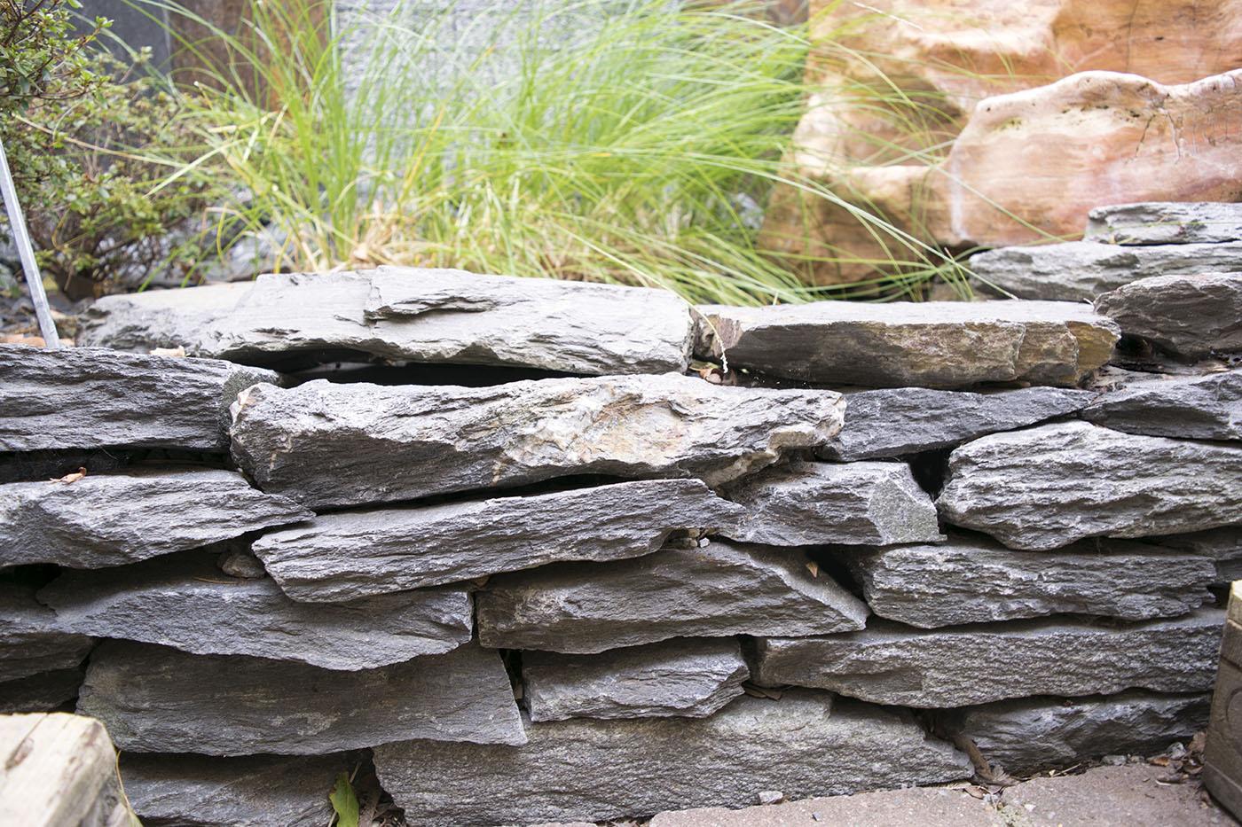 trockenmauerstein schiefer kleinformatig naturstein. Black Bedroom Furniture Sets. Home Design Ideas