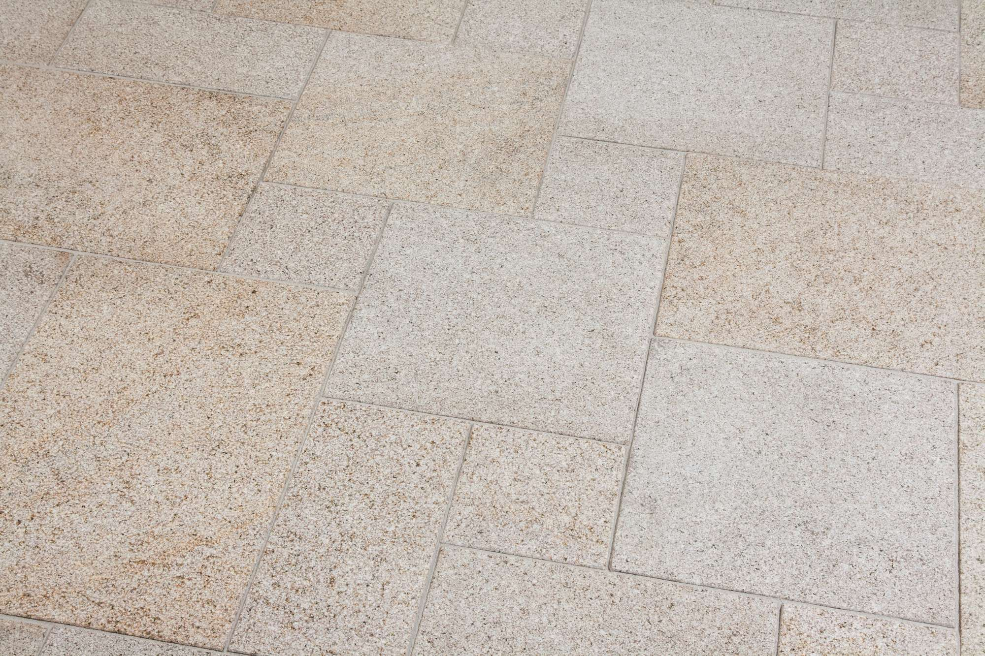 terrassenplatten granit gelb gestockt naturstein baumaterial. Black Bedroom Furniture Sets. Home Design Ideas