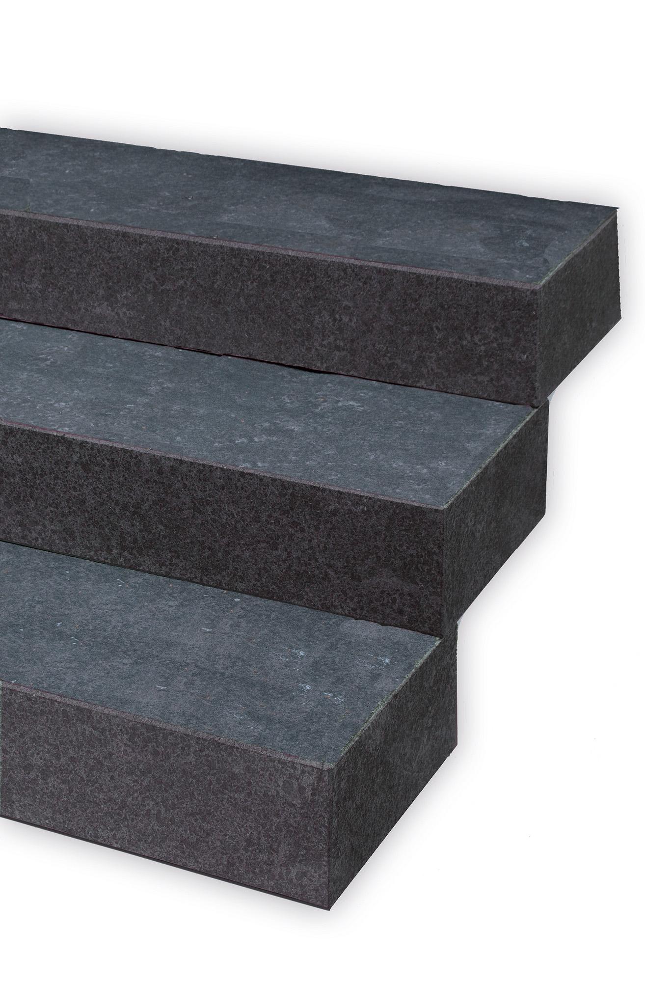 blockstufen basalt geflammt naturstein baumaterial. Black Bedroom Furniture Sets. Home Design Ideas