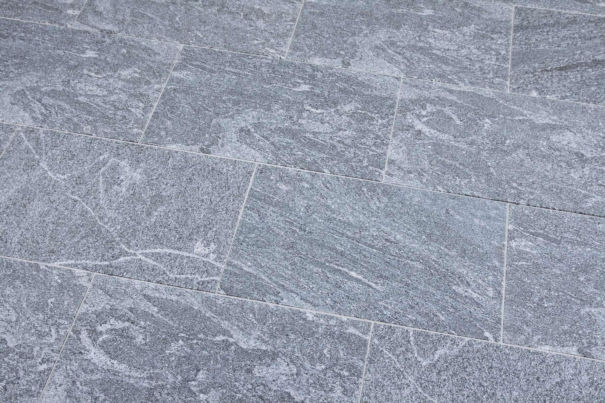 Terrassenplatten Gneis Santiago Br Satiniert Naturstein Baumaterial