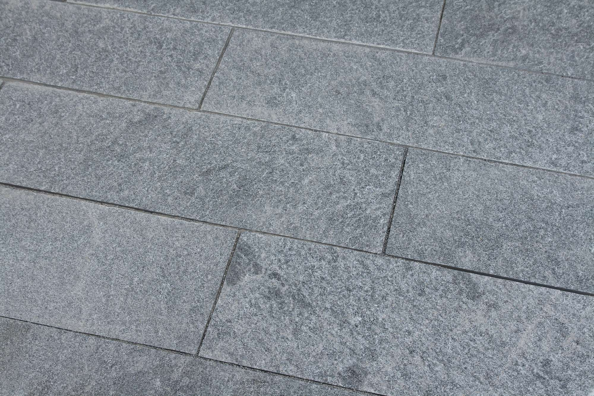 Terrassenplatten Gneis Maggia Br Spaltrau Naturstein Baumaterial