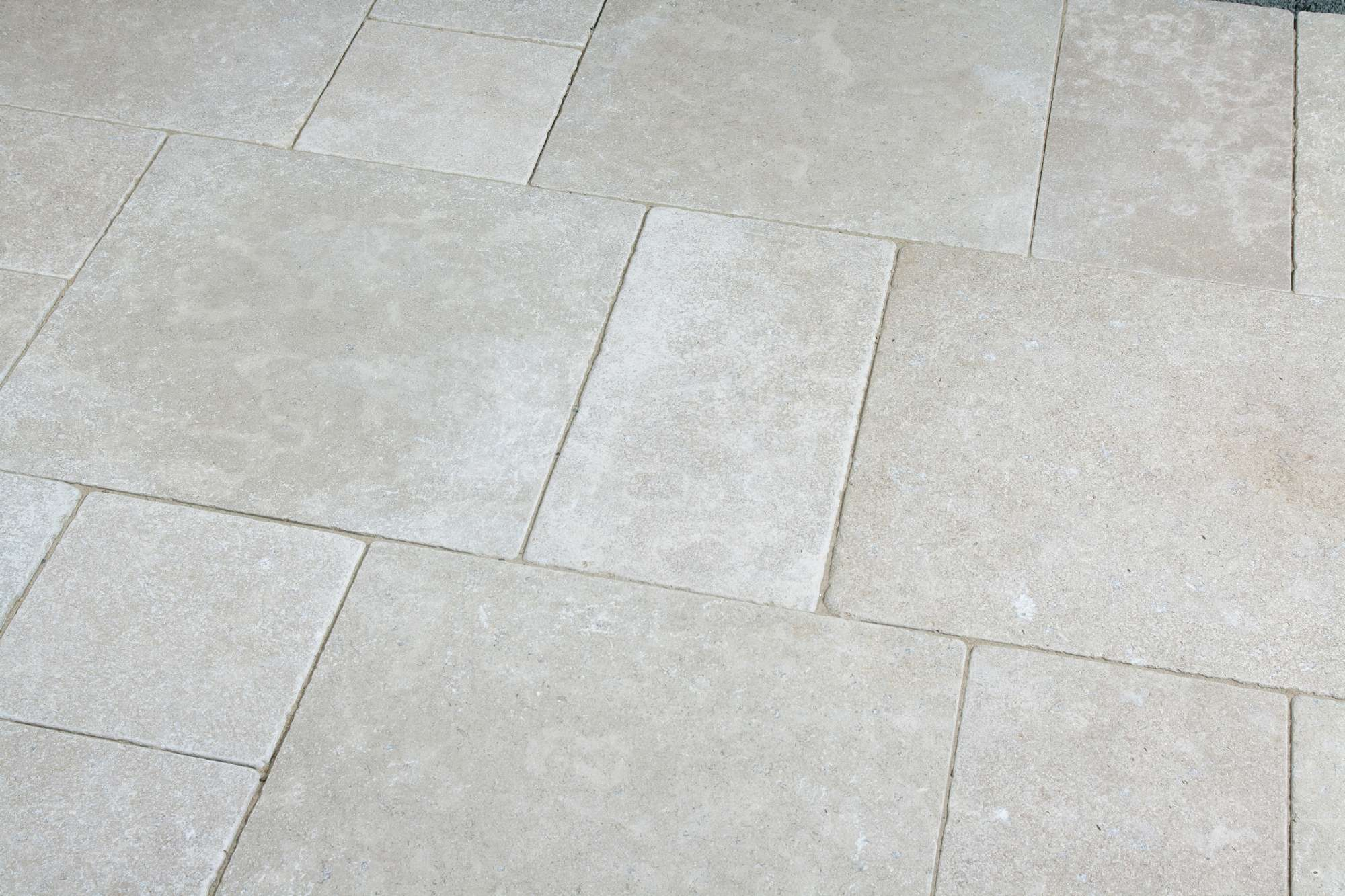 Terrassenplatten Kalkstein Via Corona Br Getrommelt Naturstein